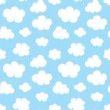 Leuk baby naadloos patroon met blauwe hemel met witte wolken vlakke pictogrammen De achtergrond van wolkensymbolen voor jonge gei stock illustratie