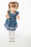 Leuk blondemeisje in blauwe kleding Royalty-vrije Stock Fotografie