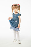 Leuk blondemeisje in blauwe kleding Stock Foto