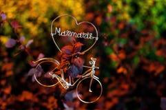 Leuk cijfer van fiets met hart-vormig stock foto