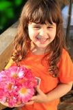 Leuk drie éénjarigenmeisje met bloemen Stock Afbeelding