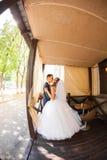 Leuk echtpaar in koffie Zuivere tederheid Royalty-vrije Stock Foto's