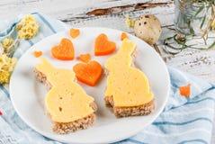 Leuk en grappig ontbijt voor de Dag of Pasen van Valentine ` s royalty-vrije stock afbeelding