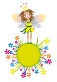 Leuk feemeisje op de gele grascirkel Stock Afbeeldingen