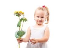 Leuk geïsoleerd meisje met stuk speelgoed bloem royalty-vrije stock afbeeldingen