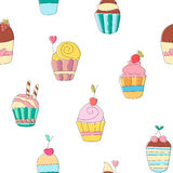 Leuk grappig naadloos patroon met beeldverhaal zoete cupcakes Stock Afbeeldingen