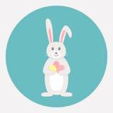 Leuk grijs konijn met paaseieren Royalty-vrije Stock Foto's