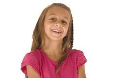 Leuk jong donkerbruin meisje met grote glimlach in donker p Royalty-vrije Stock Foto's