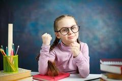 Leuk Kaukasisch Elementair Schoolmeisjeportret stock afbeelding