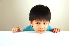 Leuk kind dat droevig kijkt Stock Afbeelding