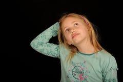 Leuk kind dat omhoog kijkt Stock Foto