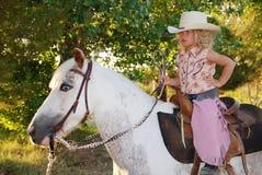 Leuk kind op een poney. Royalty-vrije Stock Afbeelding