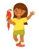 Leuk klein meisje met arapapegaai Stock Afbeelding
