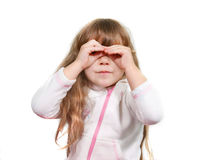 Leuk meisje dat door haar vingers kijkt Royalty-vrije Stock Foto
