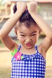 Leuk meisje dat gezicht maakt royalty-vrije stock foto