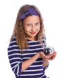 Leuk meisje die een hamster houden royalty-vrije stock fotografie