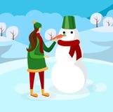 Leuk Meisje die Sneeuwman op de Winterachtergrond maken royalty-vrije illustratie