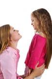 Leuk meisje en haar moeder Stock Foto