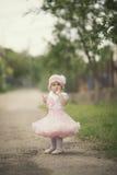 Leuk meisje in kleding Stock Afbeelding