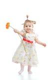Leuk meisje met bloemgift op wit Royalty-vrije Stock Foto
