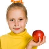 Leuk meisje met een appel in zijn hand Royalty-vrije Stock Foto's