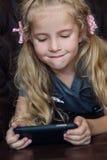 Leuk Meisje met een Telefoon Stock Foto