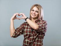 Leuk meisje met hart royalty-vrije stock foto