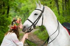 Leuk meisje met paard Royalty-vrije Stock Afbeeldingen
