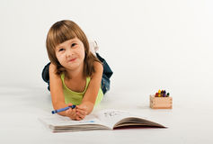 Leuk meisje met tekeningsboek Stock Foto