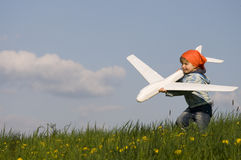 Leuk meisje met vliegtuig Royalty-vrije Stock Afbeeldingen
