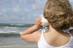 Leuk meisje op het strand royalty-vrije stock fotografie