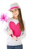 Leuk meisjesmodel die stuk speelgoed vuurrad het glimlachen houden Stock Fotografie