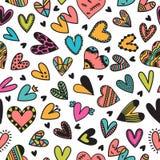Leuk naadloos patroon met hand getrokken harten Leuke krabbelelementen Achtergrond voor huwelijk of de Dagontwerp van Valentine ` Stock Fotografie