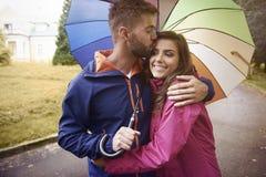 Leuk paar in de herfst Stock Foto's