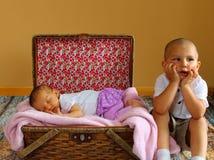 Leuk peuter en Babymeisje stock fotografie