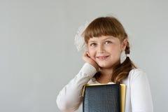 Leuk preteen schoolmeisjeportret Stock Foto