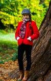 Leuk tiener herfstportret stock foto's