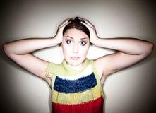 Leuk Verward Meisje in Schijnwerper royalty-vrije stock fotografie
