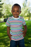 Leuk Weinig het Afrikaanse Amerikaanse babyjongen spelen Stock Foto