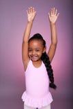 Leuk weinig het Afrikaanse Amerikaanse meisje dansen Stock Foto's