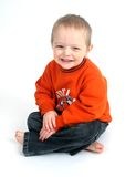 Leuk weinig jongen op wit Stock Foto's