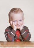 Leuk weinig jongensportret met bored uitdrukking Royalty-vrije Stock Fotografie