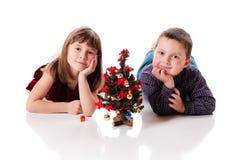 Leuk weinig Kerstmispaar royalty-vrije stock afbeeldingen