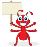 Leuk weinig rode mier met houten teken Stock Foto's