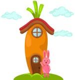Leuk wortelhuis met konijn Royalty-vrije Stock Foto