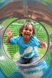 Leuke Afrikaan weinig jongen bij speelplaats Stock Afbeelding