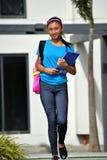 Leuke Aziatische Studente And Happiness Walking royalty-vrije stock fotografie