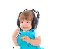 Leuke baby die hoofdtelefoons dragen Stock Foto