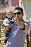 Leuke baby en vader Stock Fotografie