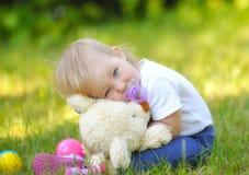 Leuke baby met blauwe ogen stock afbeelding